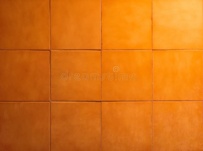 Tuiles de salle de bains avec le fond orange Surface de mur et de plancher photo stock