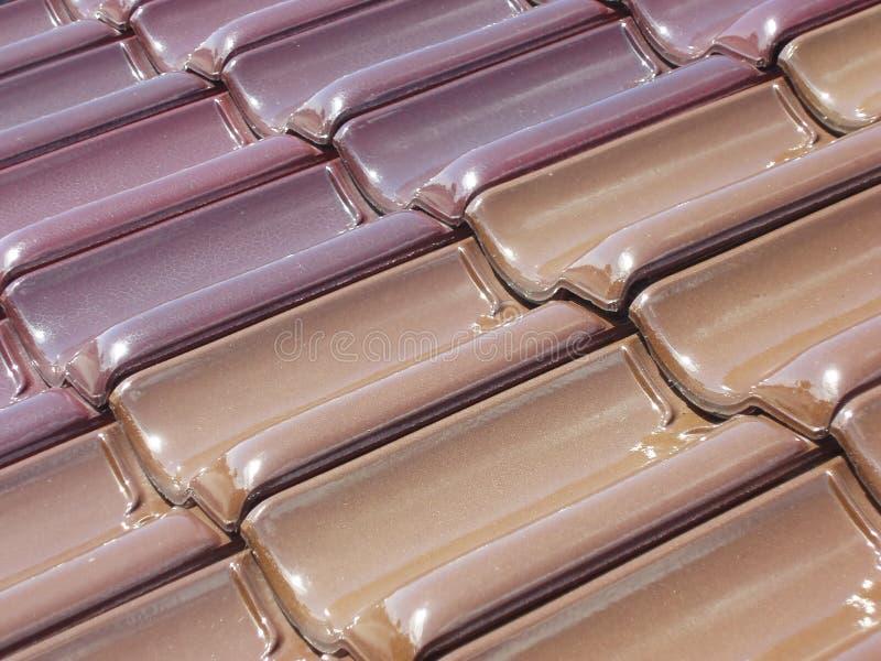 Tuiles de toit colorées image libre de droits