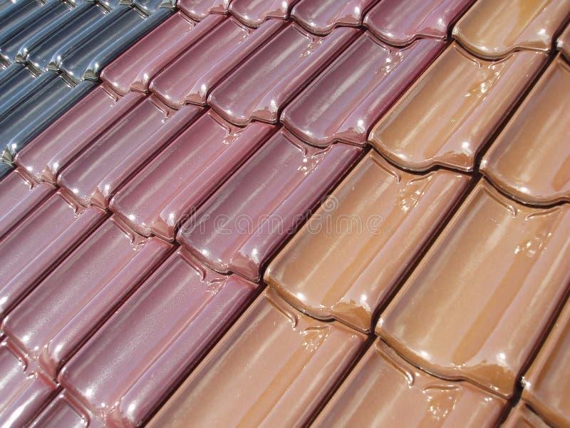 Tuiles de toit colorées photographie stock libre de droits
