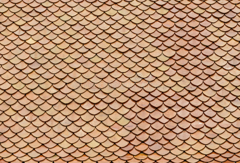 Tuiles de toit de briques rouges photo stock