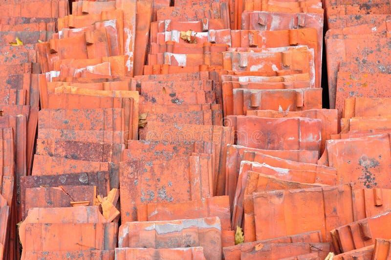 Tuiles de toit en céramique rouges photo libre de droits
