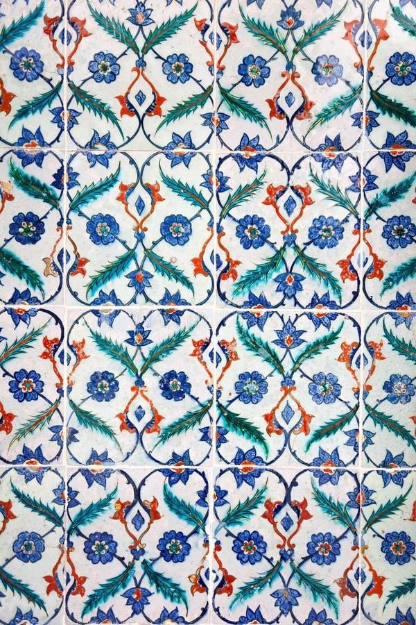 Tuiles faites main d'ornement islamique antique images libres de droits