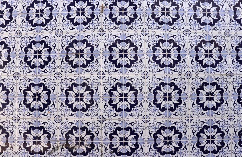 Tuiles ornementales bleues à Porto photographie stock