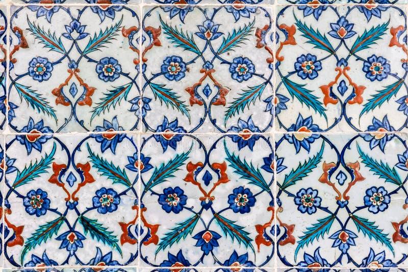 Tuiles peintes à la main en céramique portugaises photo stock