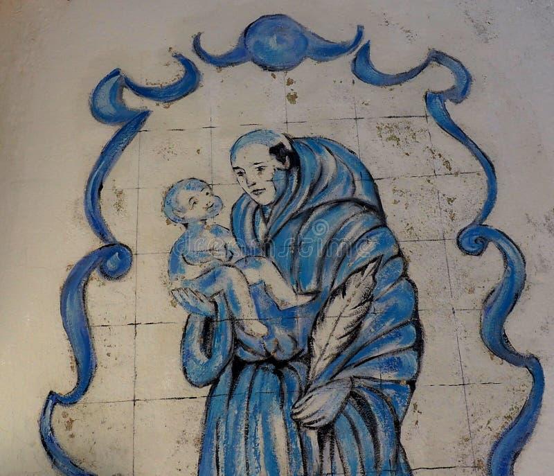 Tuiles peintes avec l'homme et l'enfant à Lagos Portugal images libres de droits