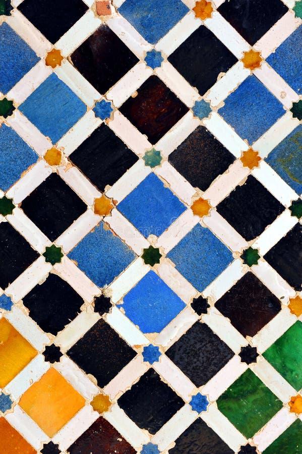 Tuiles vitrées, azulejos, palais d'Alhambra à Grenade, Espagne photos libres de droits