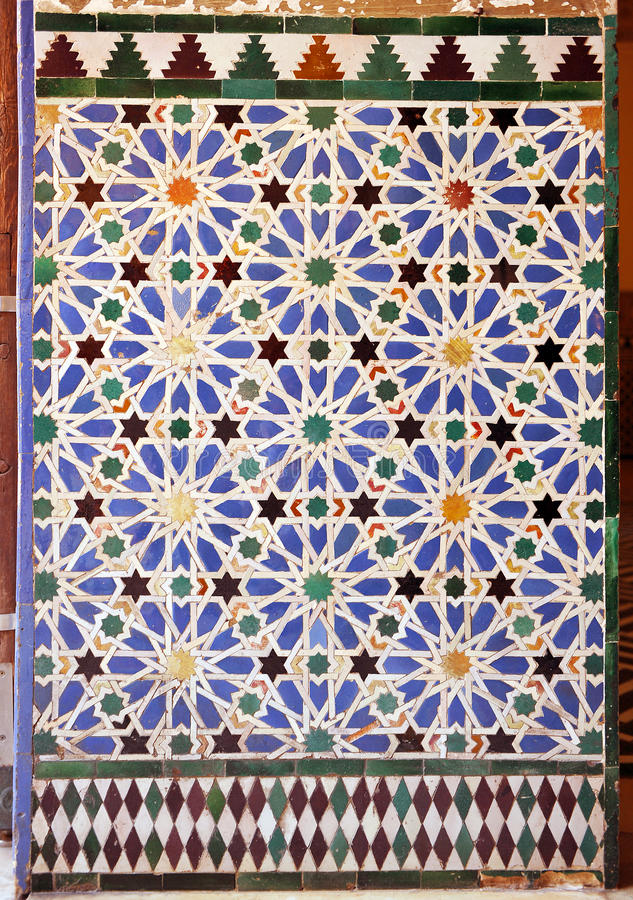 Tuiles vitrées, azulejos, palais royal d'Alcazar à Séville, Espagne photo libre de droits