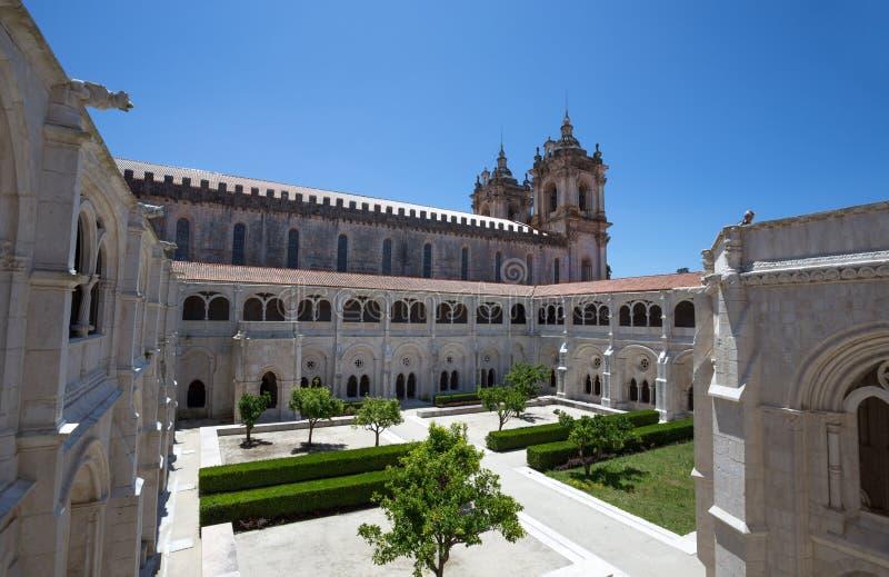 Tuin binnenbinnenplaats van het Klooster van Heilige Mary van Alcobaca, in centraal Portugal Unesco-de Plaats van de Werelderfeni stock afbeelding