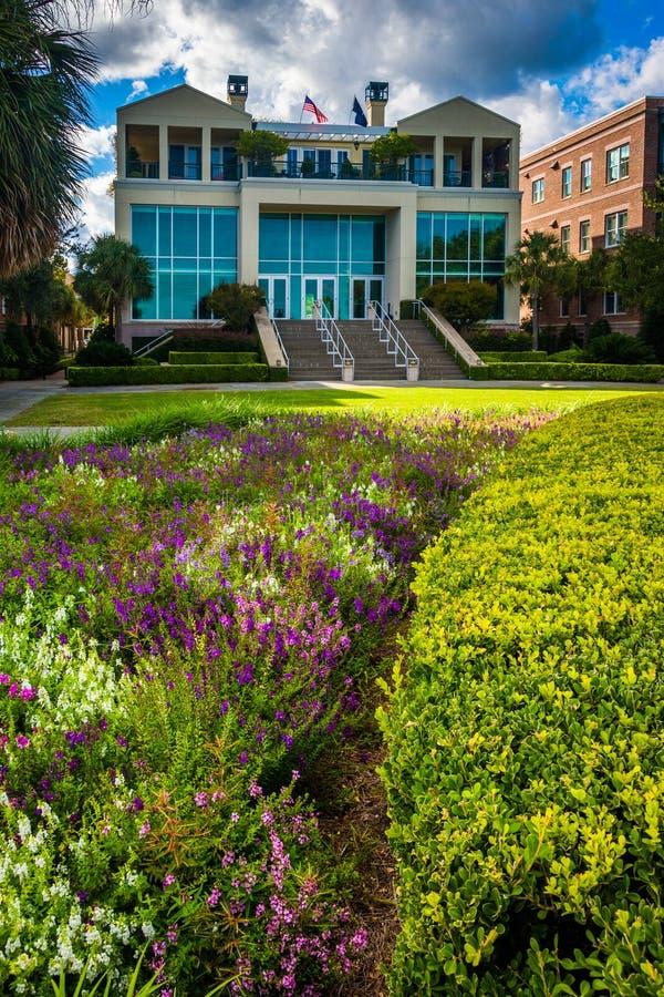 Tuin en gebouwen bij het Park van de Waterkant in Charleston, Zuiden stock fotografie