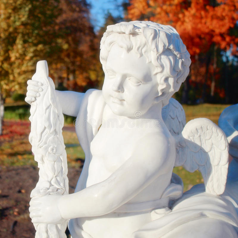 Tuin marmeren standbeeld van engel stock foto's