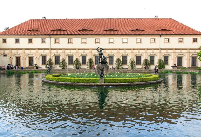 Tuin van de Senaat van het Parlement in Praag stock fotografie