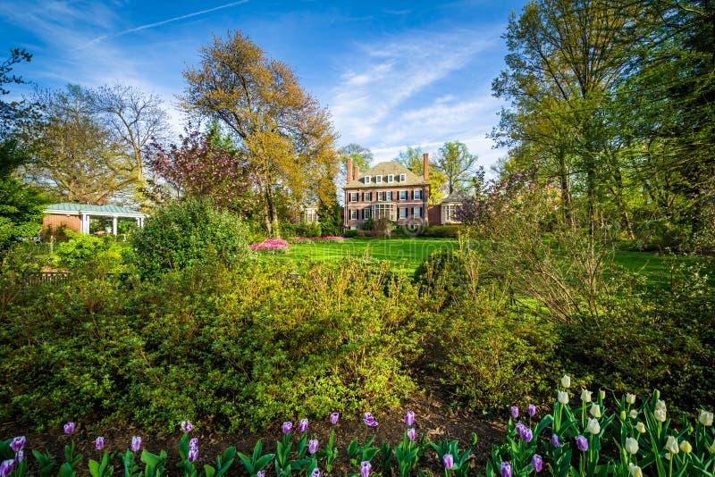 Tuinen en groot huis in Sherwood Gardens Park, in Baltimore, M royalty-vrije stock foto's