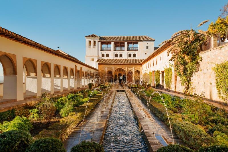 Tuinen van mooie Alhambra stock afbeelding