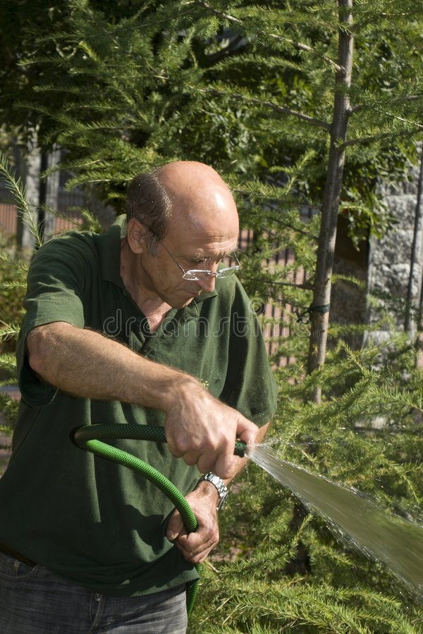 Tuinman door het werk stock afbeeldingen