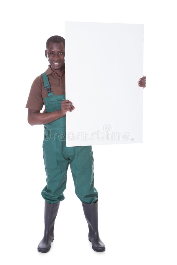 Tuinman Holding Bill Board stock afbeeldingen