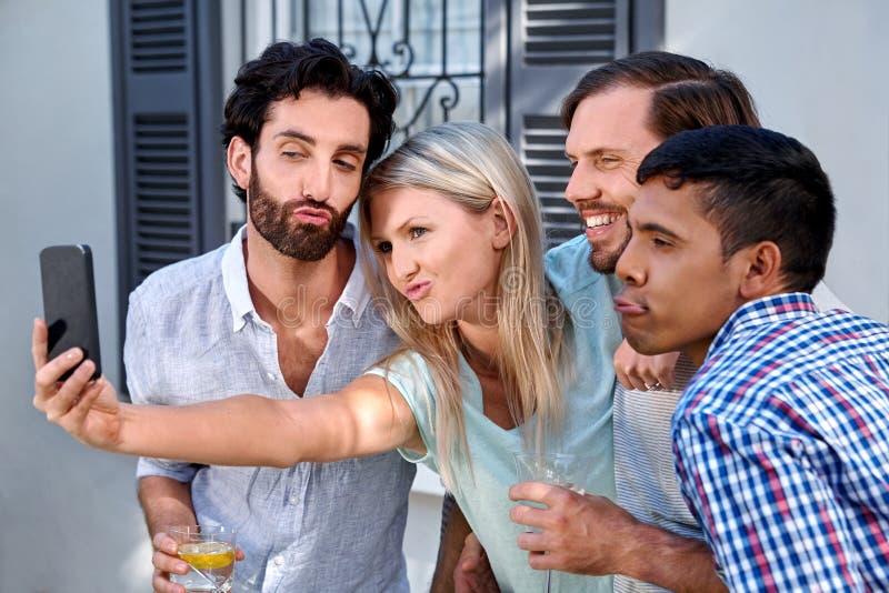 Tuinpartij selfie stock foto's