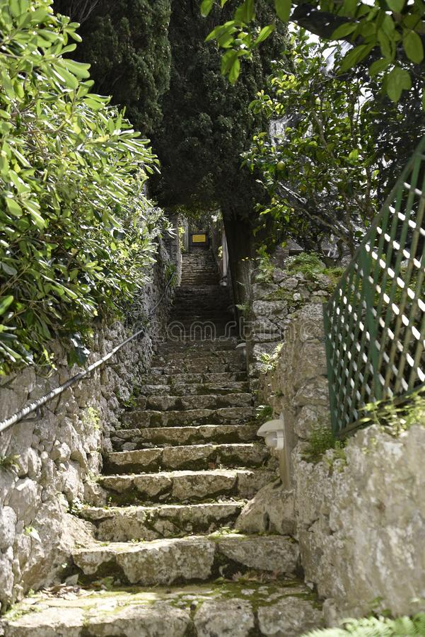 Tuinstappen van a in Villa in Anacapri op het Eiland van Capri in de baai van Napels Italië royalty-vrije stock foto