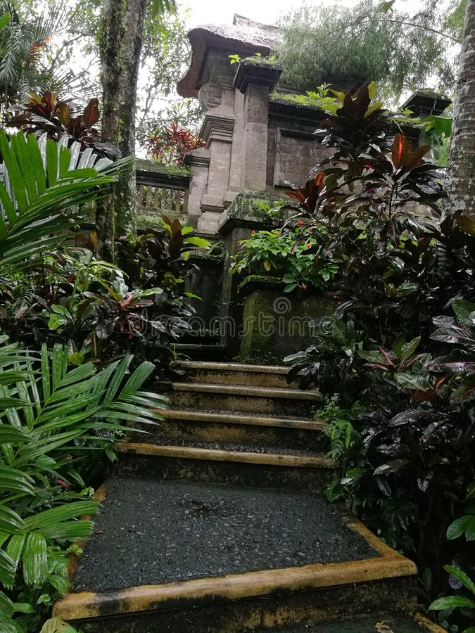 Tuinweg, Balinese huissamenstelling stock afbeeldingen