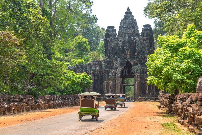Tuk Tuk i Angkor, Cambodja royaltyfri fotografi