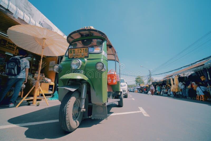 Tuk tuk在Chatuchak周末市场上 图库摄影