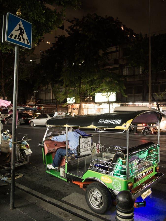 Tuk Tuk на ноче стоковые изображения