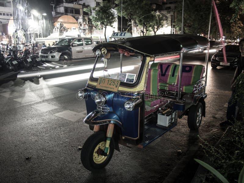 Tuk Tuk на ноче стоковая фотография