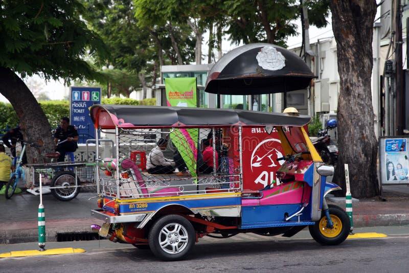 Tuk tuk in Bangkok stockbilder