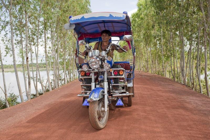 Tuk Tuk in Thailand mit Treiber stockfotografie