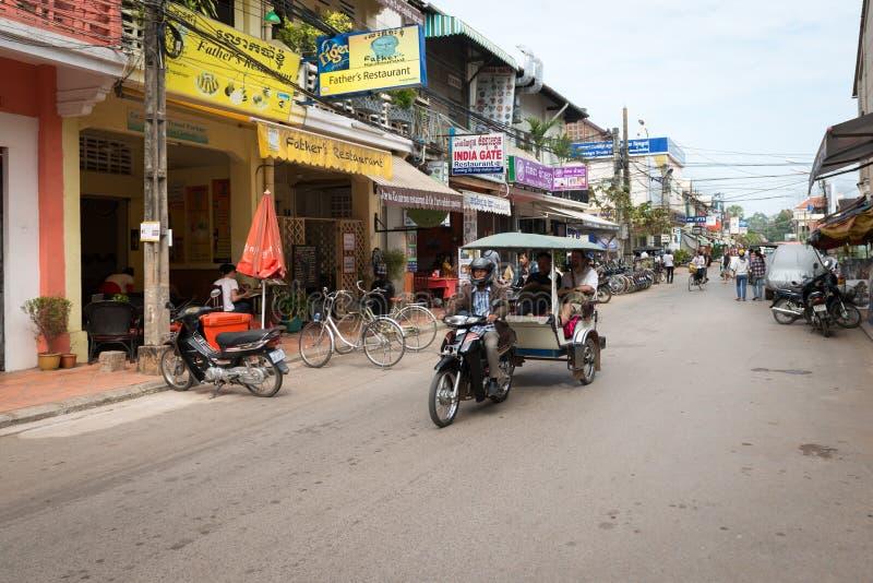 Tuk-tuk turystyczny taxi na środkowej ulicie Siem Przeprowadza żniwa obraz stock