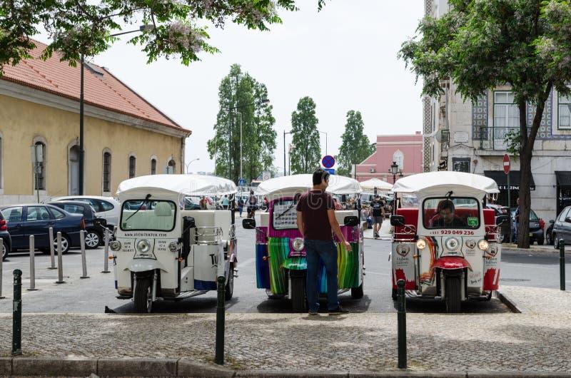 Tuk tuk voertuigen in Lissabon stock afbeeldingen