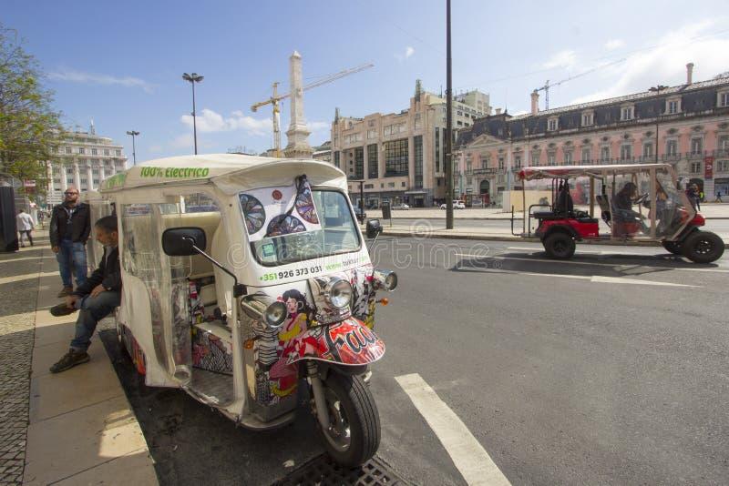 Tuk Tuk A typisk kommunikationsmedel av Lissabon royaltyfri foto