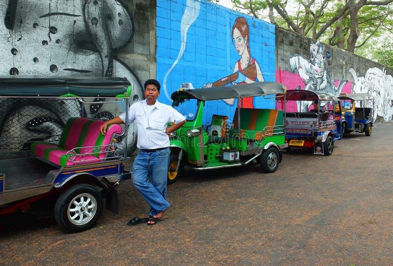 Tuktuk chaufför i Bangkok, Thailand fotografering för bildbyråer