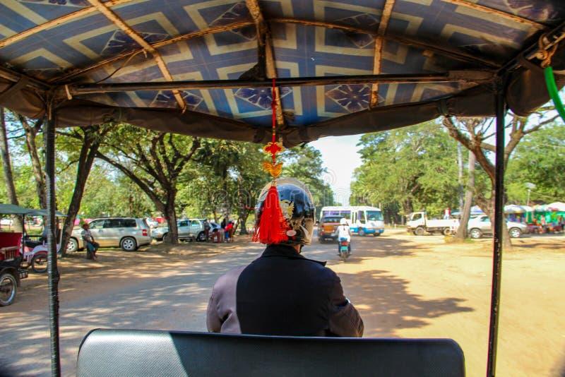 Tuku tuku kierowca w Siem Przeprowadza żniwa, Azja fotografia royalty free