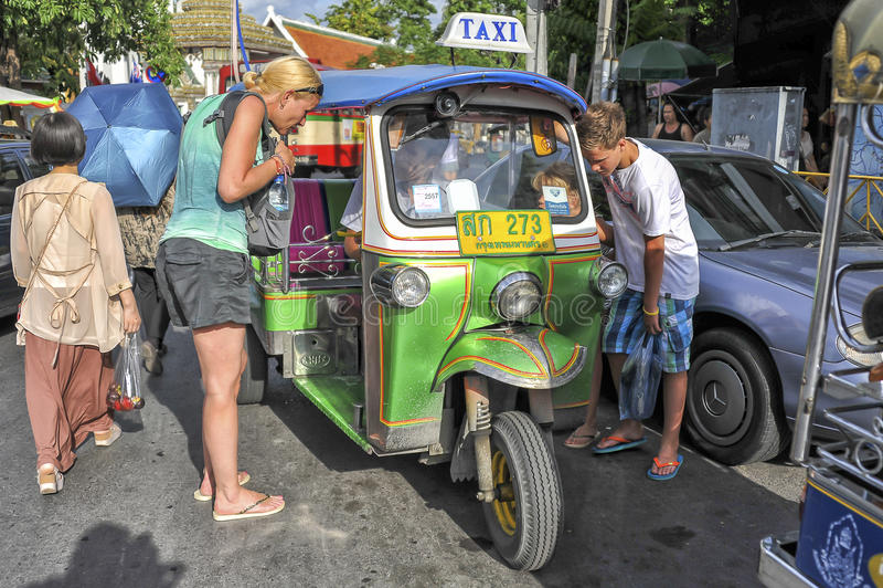 Tuku tuku kierowca w Bangkok, Tajlandia obrazy royalty free