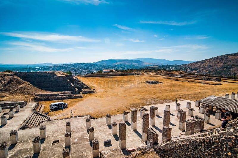 Tula de Allende, Mexiko - 12. November 2010 Pyramiden mit prehispanic Riesestatuen lizenzfreies stockfoto
