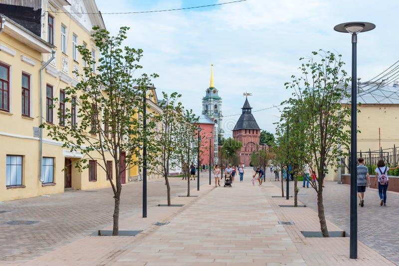 Tula, Rússia - julho 28,2018: Rua de Metalistov - rua pedestre em Tula após a reconstrução, um do mais velhos na cidade Tul fotos de stock royalty free