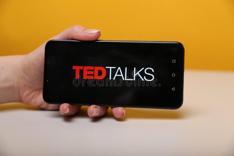 Tula Rosja, Maj, - 12, 2019: Ted Opowiada na telefonu pokazie zdjęcia stock