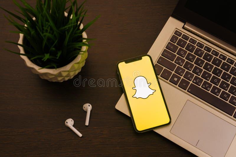 Tula, Rusia - mayo 24,2019: IPhone X de Apple con el logotipo de Snapchat en la pantalla fotografía de archivo libre de regalías