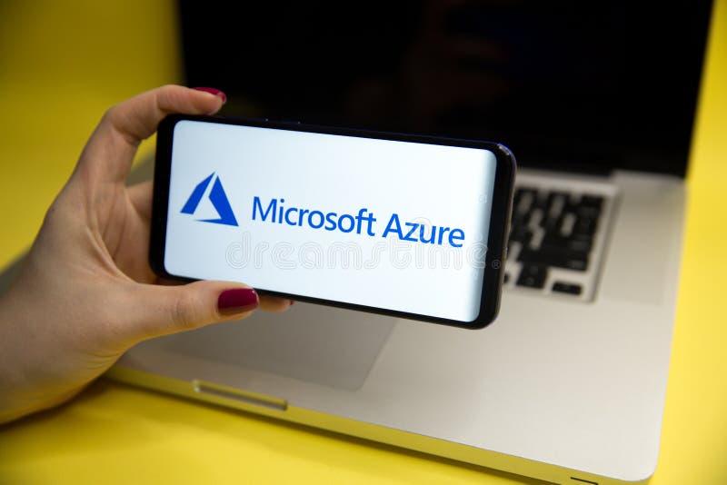Tula Ryssland - JANUARI 29, 2019: Microsoft Azurelogo som visas på ett modernt arkivbild