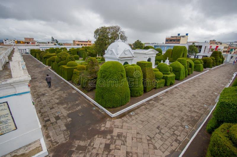 TULCAN,厄瓜多尔- 2016年7月3日:有些雕塑概要位于公墓的入口 免版税图库摄影