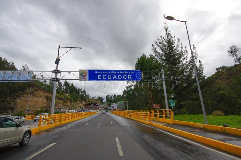 TULCAN, ΙΣΗΜΕΡΙΝΌΣ - 3 ΙΟΥΛΊΟΥ 2016: ο δρόμος οικότροφων μεταξύ της Κολομβίας και του Ισημερινού, σας ευχαριστεί για την επίσκεψη στοκ εικόνες