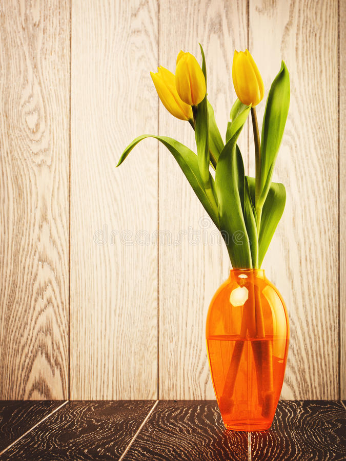 Tulip Flowers Bouquet In Vase stock foto's
