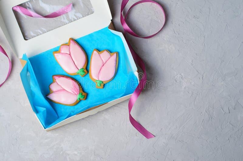 Tulip Gingerbread Cookies, cookies feitos a mão com Sugar Icing fotografia de stock royalty free