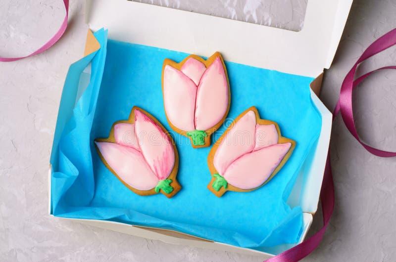 Tulip Gingerbread Cookies, cookies feitos a mão com Sugar Icing imagem de stock