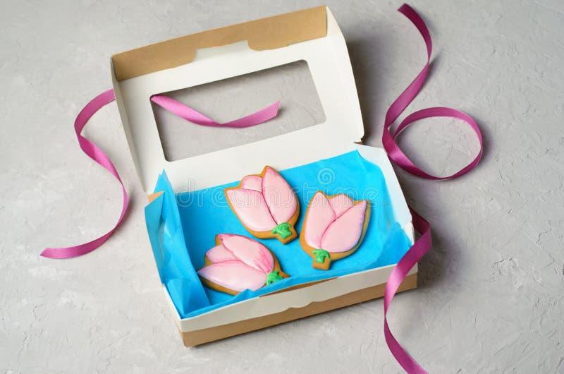 Tulip Gingerbread Cookies, galletas hechas a mano con Sugar Icing imágenes de archivo libres de regalías
