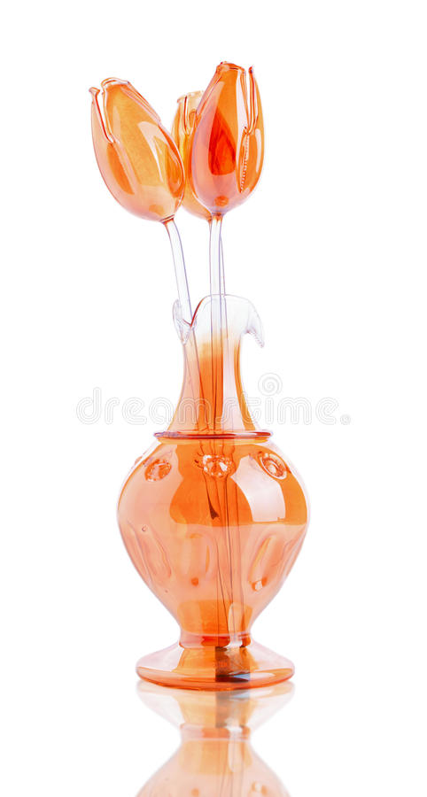 Tulipanes anaranjados de cristal en el florero foto de archivo libre de regalías