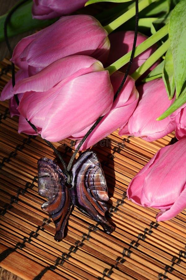 Download Tulipani e farfalla fotografia stock. Immagine di farfalla - 56886842