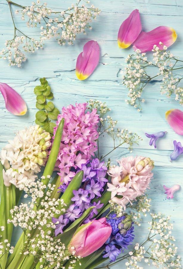 Tulipes et fleurs de jacinthe photo libre de droits