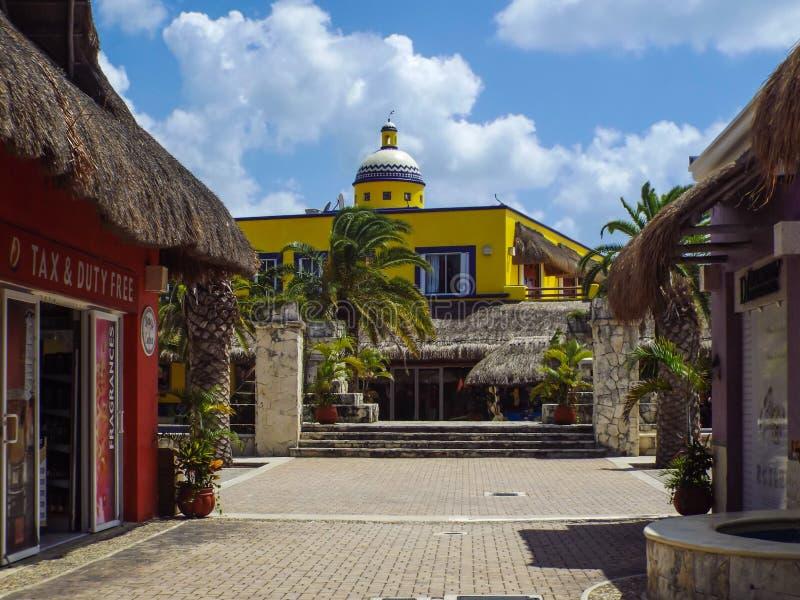 Tullfritt shoppar i Cozumel, Mexico royaltyfria foton