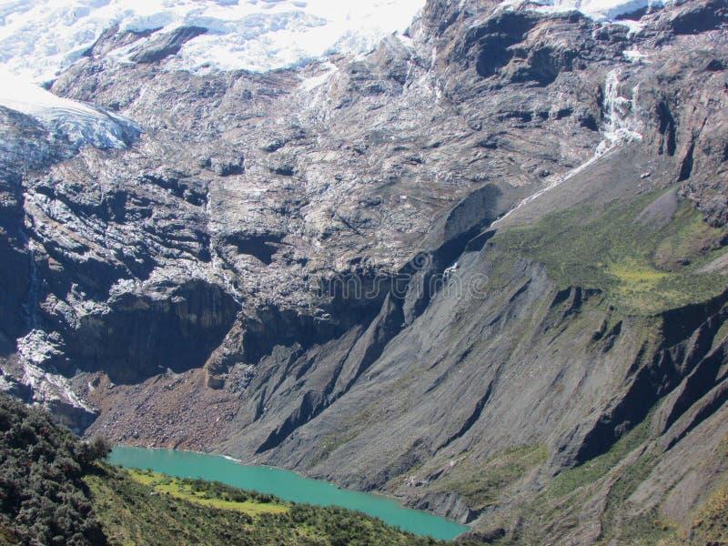 Tullpacocha jezioro przy stopą Chinchey masyw, Huascaran park narodowy Peru fotografia royalty free